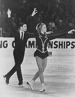 Ken Shelley and JoJo Starbuck wait in their opening pose at the U.S. Championships