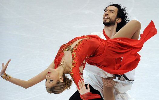 Ben Agosto lifts Tanith Belbin in front of him while skating.