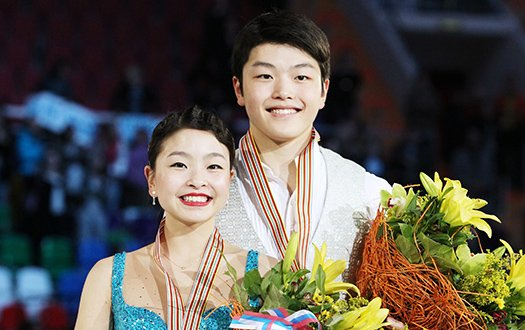 Maia Shibutanoi and Alex Shibutani smile for the camera with their medals and flowers at the world championships.